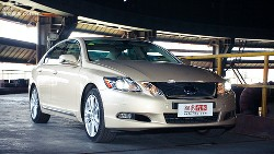 Lexus GS450H hybrid front right side view