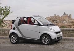 Side profile of a white Smart Fortwo Cabrio by davidvillarreal on Flickr